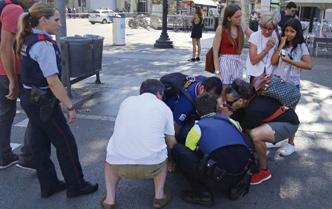Solidaridad con víctimas tras atentado terrorista en Barcelona